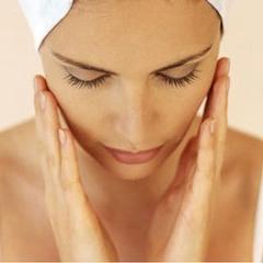 Aplicar o sérum com uma ligeira massagem