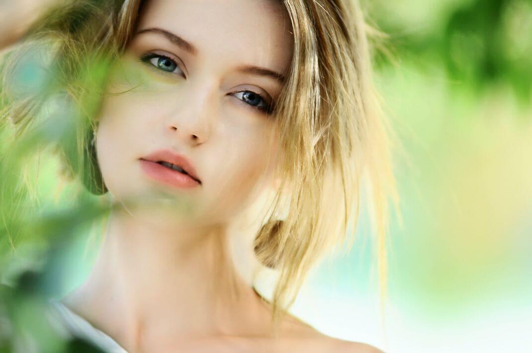 mulher com pele limpa